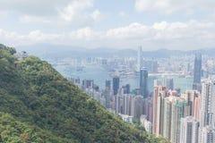 Moderne Gebäude des Highrise mit blauem Himmel in der Stadt an Victoria-` s Spitze, Hong Kong Lizenzfreie Stockbilder
