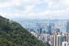 Moderne Gebäude des Highrise mit blauem Himmel in der Stadt an Victoria-` s Spitze, Hong Kong Lizenzfreies Stockbild