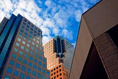 Moderne Gebäude herein in die Stadt Lizenzfreies Stockfoto