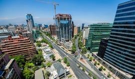 Moderne Gebäude nähern sich Baustelle in Santiago de Chile Stockbilder