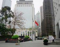 Moderne Gebäude am nebelhaften Tag in Hong Kong Stockfoto