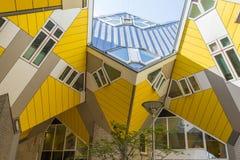 Moderne Gebäude-Stadt-Architektur-Gestaltungselemente bekannt als die Kubikhäuser entworfen von Piet Blom Lizenzfreie Stockfotos