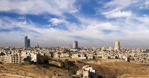 Moderne Gebäude und Marksteine Amman-Skyline Lizenzfreie Stockfotos