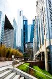 Moderne Gebäude von La Défense in Paris stockfotos