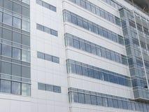 Moderne Gebäudefassade Stockfotos