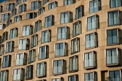 Moderne Gebäudefassade - Immobilienäußeres stockfotos