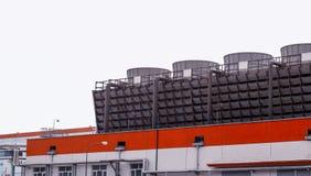Moderne gebleichte Verarbeitungsanlage des Massensulfats, im Freien, Zellulose stockfotos