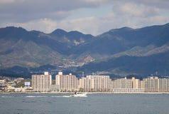 Moderne gebouwen bij Miyajima-eiland, Japan Stock Afbeeldingen