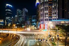 Moderne gebouwen en kruising in Banqiao, in de Nieuwe Stad van Taipeh Stock Fotografie