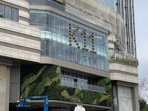 Moderne gebouwen krachtige tekens royalty-vrije stock afbeelding