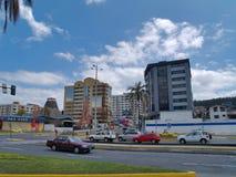 Moderne gebouwen, mensen, auto's op de straten van hoofdcit Stock Fotografie