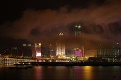 Moderne gebouwen onder mist Royalty-vrije Stock Afbeelding