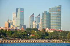 Moderne gebouwen in Qingdao Stock Fotografie