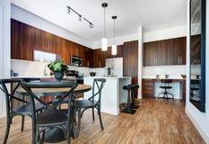 Moderne Geremodelleerde Keuken stock afbeeldingen
