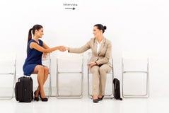 Geschäftsfrauen, die Interview grüßen Stockfotografie