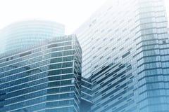 Moderne Geschäftslokal-Wolkenkratzergebäude stockbild