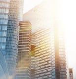 Moderne Geschäftswolkenkratzergebäude des Glases stockbild