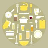 Moderne gesetzte Elemente des Küchenmaterials in den gelben, weißen und grünen Farben Stockfoto