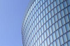 Moderne glas Fassade des Bürokontrollturms stockfoto