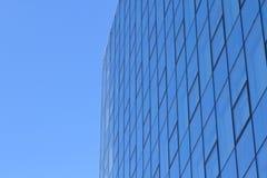 Moderne glas Fassade des Bürokontrollturms stockbild