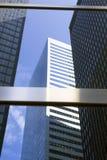Moderne Glas- und Stahlbürogebäude in unterem Manhattan Stockbilder