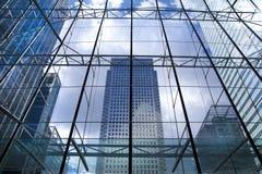 Moderne glasarchitectuur van Canary Wharf-bedrijfsaria, en beambten Stock Fotografie
