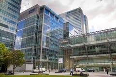 Moderne glasarchitectuur van Canary Wharf-bedrijfsaria, en beambten Stock Afbeeldingen