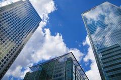 Moderne glasarchitectuur van Canary Wharf-bedrijfsaria, en beambten Royalty-vrije Stock Foto's
