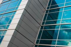 Moderne Glasarchitektur in Omaha lizenzfreies stockbild
