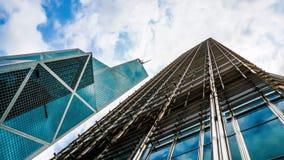 Moderne glasgebouwen vanuit lage invalshoek met hemelschot Concept wor Royalty-vrije Stock Foto's