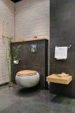 Moderne grijze badkamers Royalty-vrije Stock Foto's