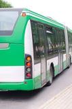 Moderne groene stedelijke bus Stock Foto