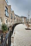 Moderne halve maan van huizen in de stad en flats Stock Afbeeldingen