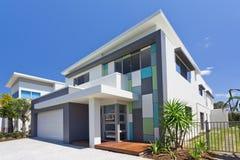 Moderne Hausfrontseite Lizenzfreie Stockfotos