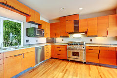 Moderne heldere oranje keukenruimte Royalty-vrije Stock Afbeelding