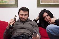 Moderne het Letten op van het Paar Televisie Royalty-vrije Stock Foto's