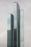 Moderne highrise bureaus of flatgebouwen met koopflats Stock Fotografie