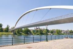 Moderne hohe Brücke in Maastricht Stockbilder