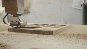 Moderne Holzbearbeitungsmaschine mit CNC, stock video footage