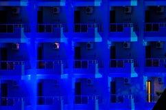 Moderne hotel 's nachts voorgevel Stock Afbeelding