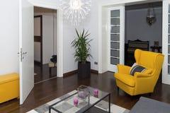 Moderne Hotelflat met 3d Woonkamer en Slaapkamerbinnenland, Stock Fotografie