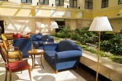 Moderne hotelhal stock afbeeldingen