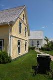 Moderne huis en tuin royalty-vrije stock afbeelding