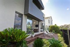 Moderne huisvoorzijde Stock Foto