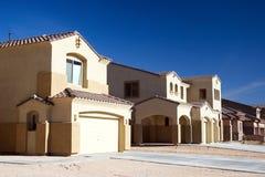 Moderne Häuser in der Wüste Stockfotos