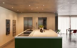 Moderne inländische Küche Lizenzfreie Stockfotografie