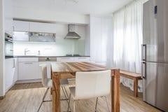 Moderne Küchen-Innenarchitektur-Architektur Stockfotografie