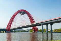 Moderne kabel-gebleven brug in Moskou royalty-vrije stock afbeelding