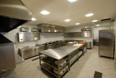 Moderne Küche in Restaurant ` Stockfoto