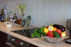 Moderne keuken in de lichte flat Royalty-vrije Stock Foto